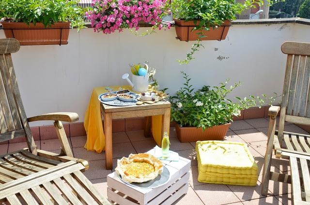 Merenda picnic estiva sul terrazzo