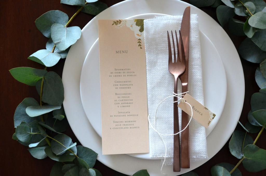 Ghirlanda di eucalipto per tavola di primavera